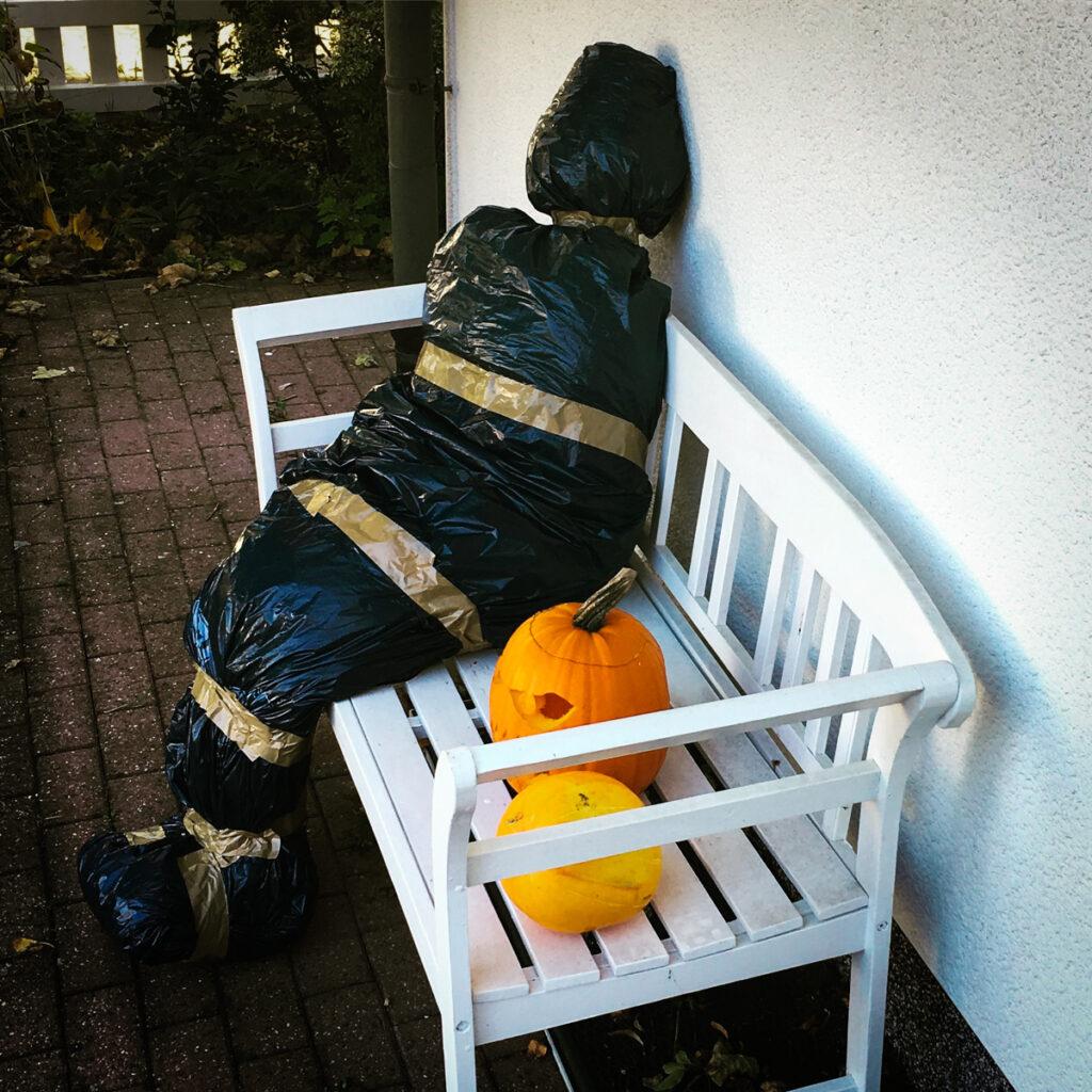 Halloween Deko Laubleiche