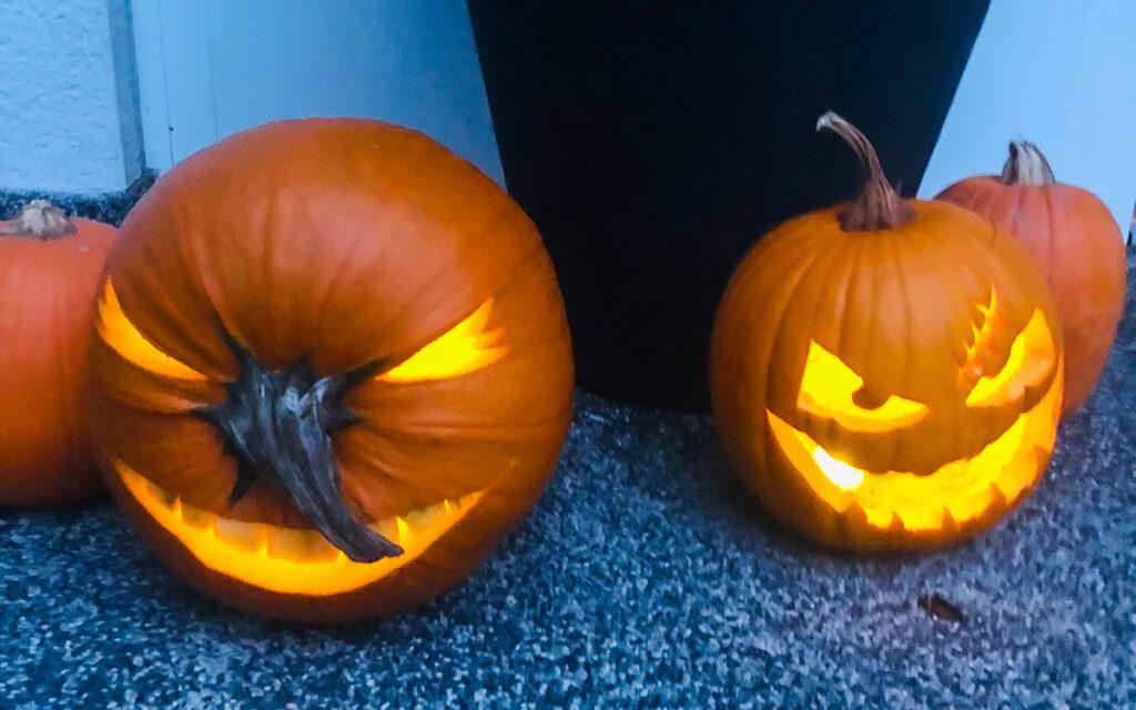 Halloween Deko Kürbisse